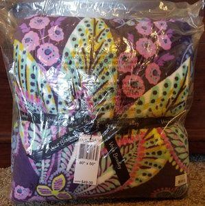 🍁NWT Vera Bradley Throw Blanket in Batik Leaves!
